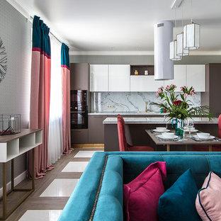 Стильный дизайн: парадная, открытая гостиная комната среднего размера в современном стиле с серыми стенами - последний тренд