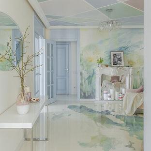 Неиссякаемый источник вдохновения для домашнего уюта: гостиная комната в современном стиле с разноцветными стенами и разноцветным полом