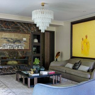 Стильный дизайн: открытая гостиная комната в стиле современная классика с бежевыми стенами, темным паркетным полом, горизонтальным камином и коричневым полом - последний тренд