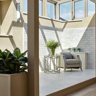 Неиссякаемый источник вдохновения для домашнего уюта: огромная гостиная комната в современном стиле