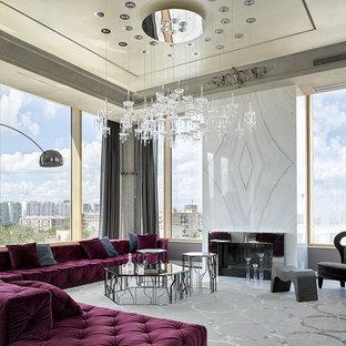 Идея дизайна: большая парадная, открытая гостиная комната в современном стиле с мраморным полом, горизонтальным камином и фасадом камина из металла