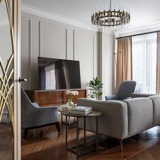 Неиссякаемый источник вдохновения для домашнего уюта: парадная, открытая гостиная комната среднего размера в современном стиле с серыми стенами, темным паркетным полом, отдельно стоящим ТВ и коричневым полом