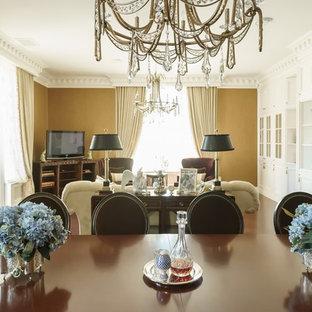 Foto di un grande soggiorno vittoriano stile loft con libreria, pareti bianche, pavimento in legno verniciato e pavimento marrone