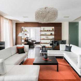 На фото: гостиная комната в современном стиле с музыкальной комнатой и белыми стенами без камина, ТВ с