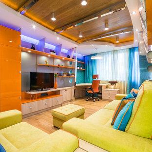 Idee per un soggiorno contemporaneo chiuso con pareti blu e TV autoportante