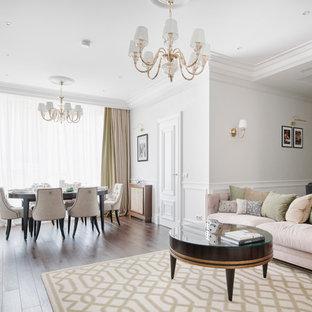 Неиссякаемый источник вдохновения для домашнего уюта: парадная, открытая гостиная комната в стиле современная классика с белыми стенами, темным паркетным полом и коричневым полом