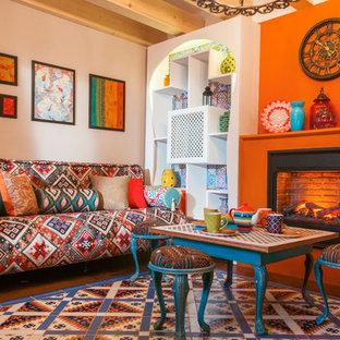Foto de salón cerrado, de estilo zen, de tamaño medio, con parades naranjas, suelo de madera oscura, chimenea lineal, marco de chimenea de yeso y suelo multicolor