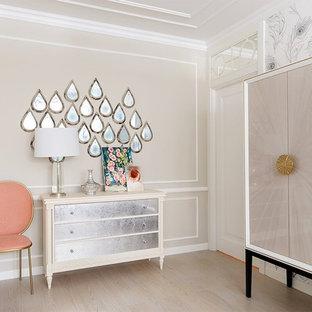На фото: гостиная комната среднего размера в стиле современная классика с бежевыми стенами, светлым паркетным полом и бежевым полом с