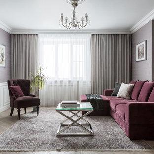 Источник вдохновения для домашнего уюта: гостиная комната в стиле современная классика с фиолетовыми стенами, паркетным полом среднего тона и коричневым полом