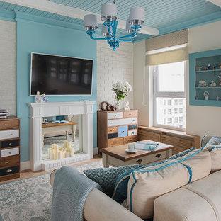 Идея дизайна: изолированная гостиная комната в морском стиле с белыми стенами, паркетным полом среднего тона, телевизором на стене и коричневым полом