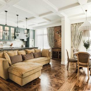 Пример оригинального дизайна: большая открытая гостиная комната в стиле современная классика с паркетным полом среднего тона и белыми стенами