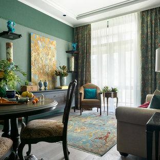 Неиссякаемый источник вдохновения для домашнего уюта: парадная, открытая гостиная комната в стиле современная классика с зелеными стенами, светлым паркетным полом и серым полом