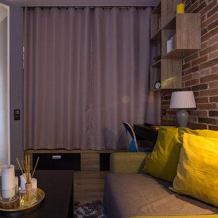 他の地域の中サイズのインダストリアルスタイルのおしゃれな独立型リビング (グレーの壁、ラミネートの床、横長型暖炉、ベージュの床) の写真