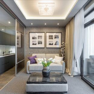 Свежая идея для дизайна: маленькая открытая гостиная комната в современном стиле с серыми стенами, ковровым покрытием и серым полом без камина - отличное фото интерьера