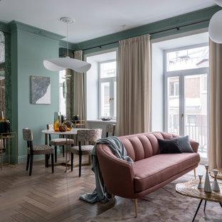 Modelo de salón actual con paredes verdes y suelo beige