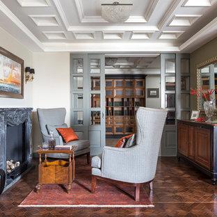 Свежая идея для дизайна: большая парадная гостиная комната в классическом стиле с бежевыми стенами, паркетным полом среднего тона, стандартным камином и коричневым полом - отличное фото интерьера