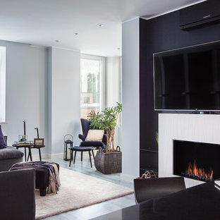 Свежая идея для дизайна: открытая, парадная гостиная комната среднего размера в современном стиле с горизонтальным камином, телевизором на стене, серым полом и черными стенами - отличное фото интерьера