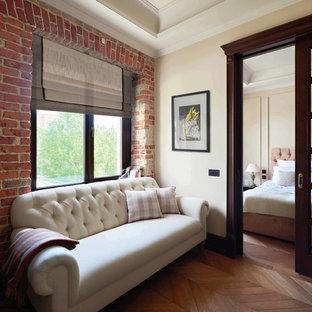 Ejemplo de salón industrial, pequeño, con suelo de madera en tonos medios