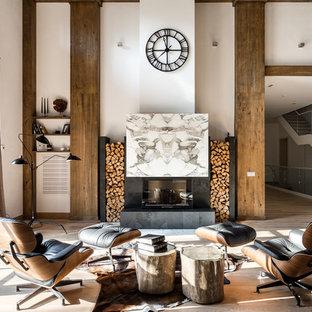 Пример оригинального дизайна: огромная двухуровневая гостиная комната в современном стиле с музыкальной комнатой, белыми стенами, паркетным полом среднего тона, стандартным камином, фасадом камина из камня, телевизором на стене и коричневым полом