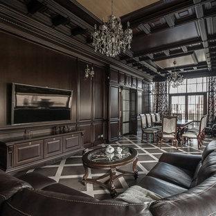 Удачное сочетание для дизайна помещения: большая гостиная комната в классическом стиле с коричневыми стенами, полом из керамогранита, коричневым полом и телевизором на стене без камина - самое интересное для вас