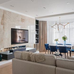 Идея дизайна: парадная, открытая гостиная комната в современном стиле с паркетным полом среднего тона, телевизором на стене, коричневым полом, белыми стенами и горизонтальным камином