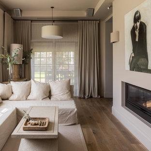 Неиссякаемый источник вдохновения для домашнего уюта: гостиная комната в средиземноморском стиле с стандартным камином