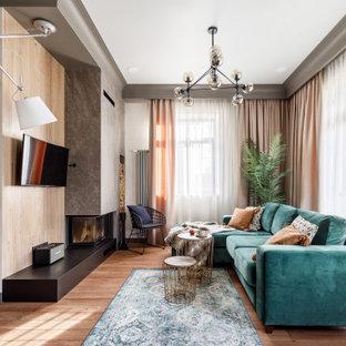 Пример оригинального дизайна: большая открытая гостиная комната в стиле рустика с бежевыми стенами, полом из керамогранита, серым полом, балками на потолке и музыкальной комнатой