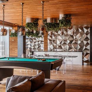 Свежая идея для дизайна: открытый комната для игр в стиле фьюжн с паркетным полом среднего тона без камина - отличное фото интерьера