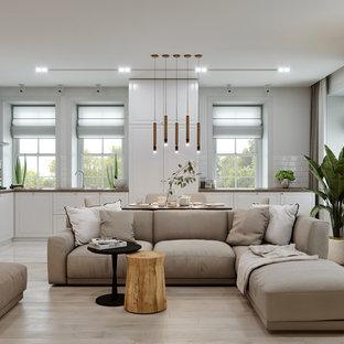 バレンシアの中くらいのカントリー風おしゃれなLDK (白い壁、淡色無垢フローリング、横長型暖炉、金属の暖炉まわり、壁掛け型テレビ、ベージュの床) の写真