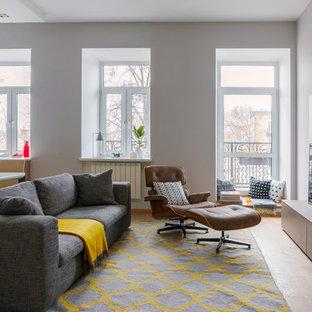 Ispirazione per un soggiorno nordico aperto con pareti bianche, parquet chiaro e TV autoportante