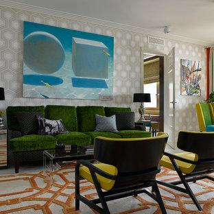Идея дизайна: парадная гостиная комната в стиле фьюжн с разноцветными стенами без камина