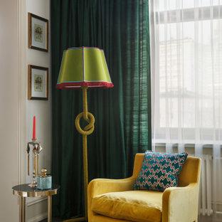 Свежая идея для дизайна: открытая гостиная комната среднего размера в стиле современная классика с бежевыми стенами, паркетным полом среднего тона и коричневым полом без ТВ - отличное фото интерьера