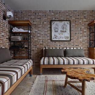 Неиссякаемый источник вдохновения для домашнего уюта: гостиная комната в стиле рустика с бежевым полом и коричневыми стенами