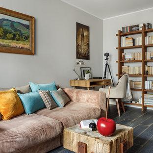 Foto de salón actual, pequeño, con paredes grises, suelo de madera oscura y suelo negro
