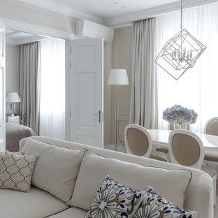 Неиссякаемый источник вдохновения для домашнего уюта: открытая гостиная комната в стиле современная классика с бежевыми стенами, светлым паркетным полом и бежевым полом