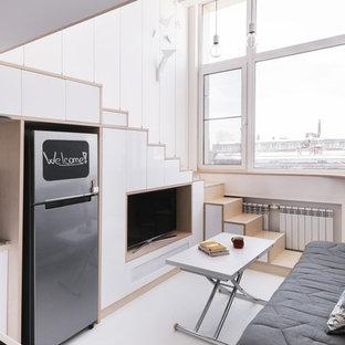モスクワの小さい北欧スタイルのおしゃれなLDK (フォーマル、白い壁、淡色無垢フローリング、据え置き型テレビ、白い床) の写真