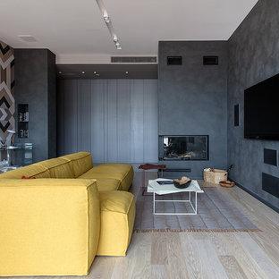 На фото: парадная, открытая гостиная комната в современном стиле с серыми стенами, светлым паркетным полом, угловым камином, фасадом камина из штукатурки, телевизором на стене и бежевым полом с