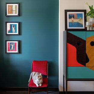 モスクワの小さいコンテンポラリースタイルのおしゃれなリビング (緑の壁、テレビなし) の写真
