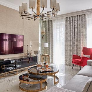 Идея дизайна: гостиная комната в современном стиле с бежевыми стенами, телевизором на стене и белым полом