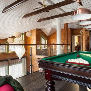 Свежая идея для дизайна: комната для игр в стиле рустика с коричневыми стенами, темным паркетным полом и коричневым полом - отличное фото интерьера
