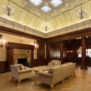 モスクワの巨大なトラディショナルスタイルのおしゃれなLDK (茶色い壁、無垢フローリング、標準型暖炉、石材の暖炉まわり、ベージュの床) の写真