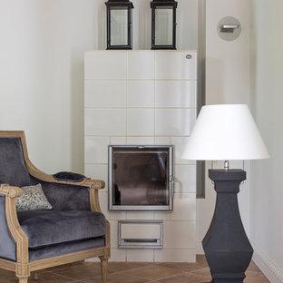 Удачное сочетание для дизайна помещения: открытая гостиная комната среднего размера в стиле современная классика с белыми стенами, камином, фасадом камина из плитки и полом из керамогранита без ТВ - самое интересное для вас