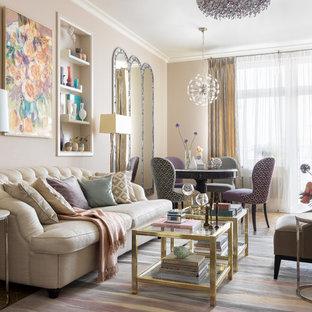 На фото: открытая, парадная гостиная комната в стиле современная классика с бежевыми стенами