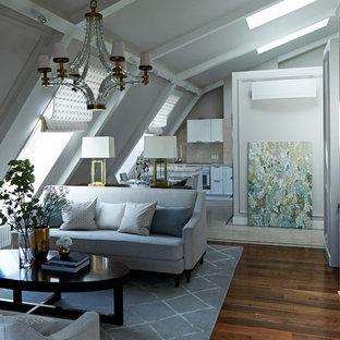 На фото: парадная, открытая гостиная комната в стиле современная классика с паркетным полом среднего тона, отдельно стоящим ТВ, коричневым полом и серыми стенами с