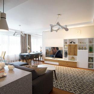 Foto di un piccolo soggiorno nordico aperto con angolo bar, pareti bianche, parquet chiaro, nessun camino, TV a parete e pavimento arancione