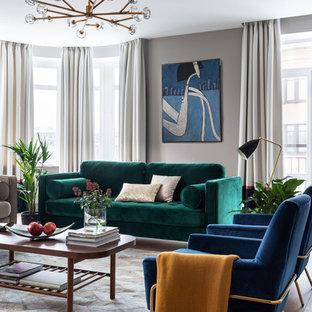 На фото: гостиная комната в современном стиле с серыми стенами, паркетным полом среднего тона и коричневым полом с