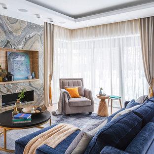 Свежая идея для дизайна: парадная, открытая гостиная комната в стиле современная классика с серыми стенами, светлым паркетным полом, горизонтальным камином, фасадом камина из камня и бежевым полом без ТВ - отличное фото интерьера