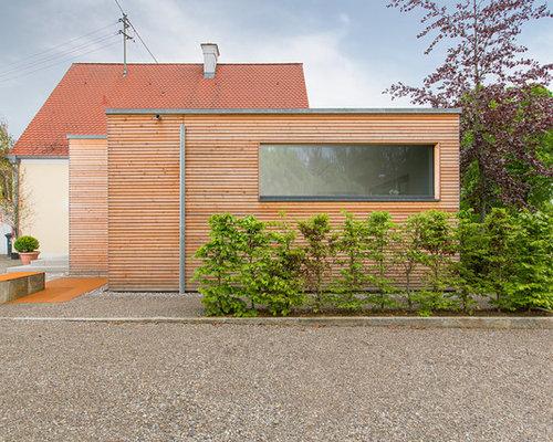 Kleines, Einstöckiges, Braunes Modernes Haus Mit Holzfassade Und Flachdach  In Sonstige