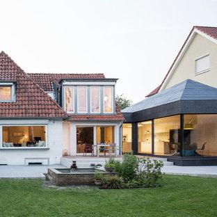 Kleines, Einstöckiges, Graues Modernes Haus mit Steinfassade und Satteldach in Berlin