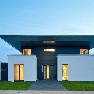 Zweistöckiges, Mehrfarbiges Modernes Haus Mit Flachdach Und Putzfassade In  Stuttgart